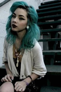 Teal hair  Want please? i miss having an unnatural hair color. maybe once my hair grows out.
