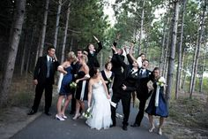 Awesome wedding party pose!!