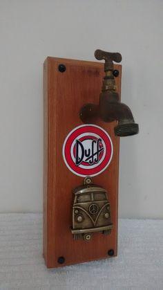 Abridor de garrafas artesanal com adesivo da cerveja Duff ou qualquer outra  marca desejada. Produzido 1d28f6f8f3e