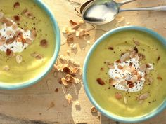 This low FODMAP parsnip soup is really warming and simple to make – perfect for lunch on a cold day and a great way to get an extra portion of veg in. It's made without stock, like the Minestro… Soup Recipes, Cooking Recipes, Diet Recipes, Recipies, Cooking Stuff, Parsnip Soup, Coconut Soup, Low Fodmap, Fodmap Diet