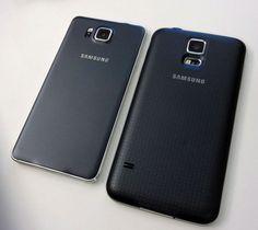 Alpha Ved siden av Samsung Galaxy S5.