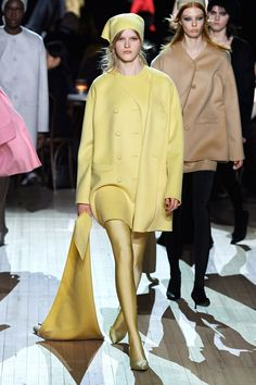 Marc Jacobs Fall 2020 Ready-to-Wear Fashion Show - Vogue 2020 Fashion Trends, Fashion 2020, Runway Fashion, Women's Fashion, Fashion Editorials, High Fashion, Paris Fashion Week, New York Fashion, Fashion Weeks