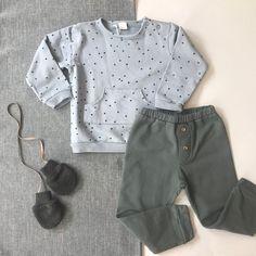 7c34817a62 Un precioso look de la marca  beansbarcelona compuesto por jersey con  estampado de topos y