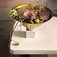 Gregor Lersch, Ikebana, Floral Design, Art Floral, Plant Hanger, Flower Designs, Design Projects, Floral Arrangements, Bouquet