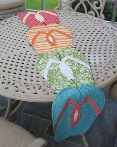 how cute! flip flop table runner