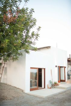 Surrounded by 2 hectares of land, The Ibiza Campo House is a lovely old finca, converted into a dreamy 45 tiny summer house. Shop Interior Design, Exterior Design, Interior And Exterior, Exterior Homes, Design Shop, Desert Homes, Mediterranean Homes, Tiny House Design, Interior Architecture