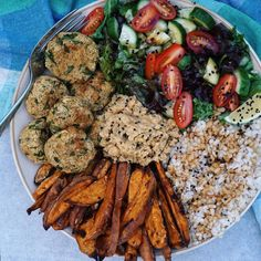 Let's get fit #3 is up on YouTube LINK IN BIO! On my way out for lunch and I'm so hungry craving one of my old meals Giant bowl of rice, baked sweet potato fries, baked falafels, homemade hummus and salad