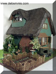 FAiRY CoTTaGe w/ THaTCHeD RooF
