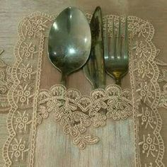 Machine Embroidery Projects, Napkin Folding, Mug Rugs, Decoration Table, Table Covers, Table Runners, Tea Party, Diy And Crafts, Burlap
