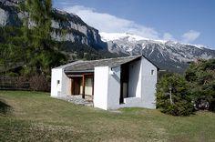 Rudolf Olgiati_G. Space Architecture, Beautiful Architecture, Beautiful Buildings, Architecture Details, Oahu, Alpine Modern, Backyard Studio, Small Buildings, Villa