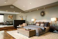 huge room, love the use of space and the hardwood floors