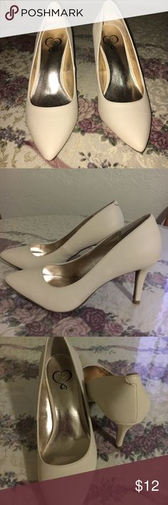 Cream heels  ( brand new ) 143 girl cream pumps, never use..  Dnt fit me 143 girl Shoes Heels