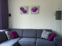 Mijn zelfgemaakte schilderijen boven de bank;)