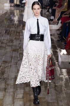 Christian Dior Resort 2019 Fashion Show Collection: See the complete Christian Dior Resort 2019 collection. Look 64