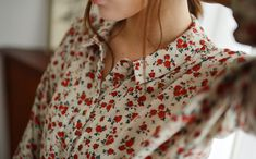 Pretty and feminine flowered pattern Mode Style, Style Me, Pretty Outfits, Cute Outfits, Danielle Victoria, Inspiration Mode, Tartan, Floral Tops, Floral Blouse