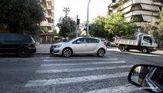 Απροσπέλαστα πεζοδρόμια, «βομβαρδισμένοι» δρόμοι, εξαφανισμένες διαβάσεις - Η εφιαλτική ζωή ενός πεζού στην Αθήνα Δεν υπάρχει πιο εχθρική πόλη στην Ευρώπη