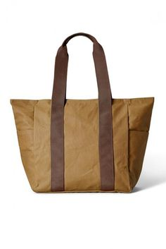 b3ab8bc79454 This versatile tote bag is perfect for market shopping and quick trips. It  features easy