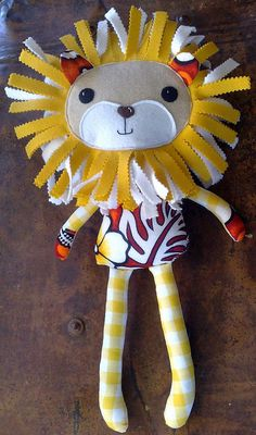 Larry the Lion softy (pattern by Dolls And DayDreams)