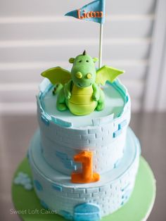 Dragon Castle cake- nice idea putting the darker coloured '3D' bricks over the top