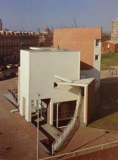 the wall that was a volume1984-1988, Álvaro Siza Vieira Two Houses in Van der Venne Park, Hague, Netherlands(Álvaro Siza - Obras e Projectos)