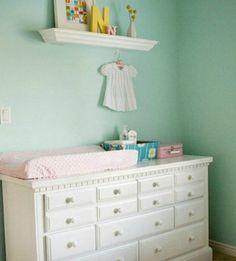 Το πράσινο της μέντας είναι ένα χρώμα που ταιριάζει πολύ σε βρεφικά δωμάτια και είναι φέτος πολύ της μόδας.
