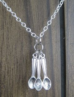 I ABSOLUTELY LOVE THIS & EXPLAINING THE SPOON THEORY TO INQUIRING SOULS....... fibro spoonie necklace by toefunny at etsy