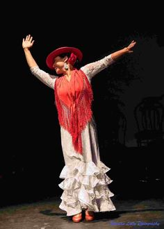 one of the traditional style from with red Flamenco Dancers, Old And New, Cool Pictures, Fashion Dresses, Passion, Twitter, Inspiration, Black, Women