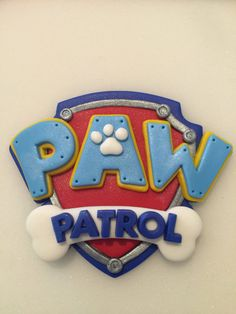 Paw Patrol Fondant Shield This listing is for 1 Paw Patrol Shield. Measures approximately 5 tall and at its widest part. Please allow 10 days for the production of this listing. Thank you for visiting Naomis Sweet Art Torta Paw Patrol, Paw Patrol Cake Toppers, Paw Patrol Cupcakes, Paw Patrol Birthday Cake, Paw Patrol Party, Dog Birthday, Fondant Cupcake Toppers, Cupcake Cakes, Girl Cupcakes