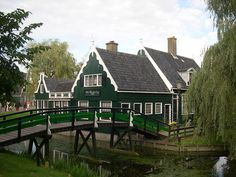 Zaanse Schans is famous worldwide for its eight historic windmills, which were built in the mid-to-late 16th century, and its 35 historical houses. Located adjacent to the windmills is the Zaans Museum, an open-air museum the showcases exhibits highlighting the history of Zaan.