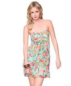 This floral reminds me if 80s.  It just needs the straw hat with huge flowers on it. $24.80 Forever 21, Sweetheart Roses Dress....this does NOT look like a f21 dress.