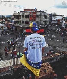 "804 Likes, 8 Comments - Caracas Entre Calles (@ccs_entrecalles) on Instagram: ""Te presentamos la selección del día: <<FOTOGRAFIA DE CALLE>> en Caracas Entre Calles.…"""