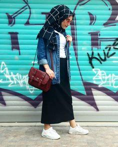 Pinterest    @adarkurdish Hijab Style Dress, Modest Fashion Hijab, Modern Hijab Fashion, Street Hijab Fashion, Hijab Casual, Hijab Chic, Hijab Outfit, Muslim Fashion, Casual Outfits