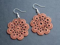 chocolate snowflake earrings by Ligitos Crochet Jewelry Patterns, Crochet Earrings Pattern, Crochet Accessories, Crochet Motif, Crochet Doilies, Crochet Hooks, Knit Crochet, Crochet Crafts, Crochet Projects