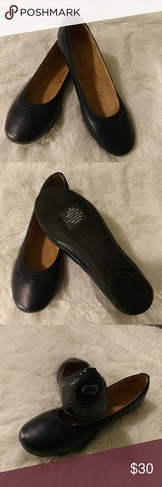 BRAND NEW Navy blue ballet shoes Navy blue ballet shoes brand new without the Box. Bandolino Shoes Flats & Loafers