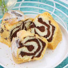 Oto mój najlepszy przepis na ciasto marmurkowe. Możesz je śmiało upiec w dowolnej foremce. Z tego ciasta powstaje przepiękna babka marmurkowa, która długo zachowuje świeżość, gdyż jest pieczona na oleju. Easter Dinner, Muffin, Cookies, Breakfast, Ethnic Recipes, Food, Easter Activities, Bakken, Crack Crackers