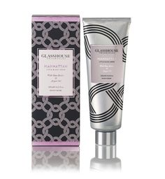 Manhattan, with perfumes of Orchids, Rose, Musk and Blood Orange for an irresistible air of confidence. Made with nourishing Argan Oil, Shea Butter and Macadamia Oil, our NEW formulation is a delightfully rich, non-greasy hand creme. Enriched with Rose Hip Oil, this formulation will leave the skin silky smooth and beautifully fragrant.