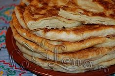 Plăcintă- pastry filled with soft cheese or apple Sweets Recipes, Cake Recipes, Cooking Recipes, Romanian Food, Romanian Recipes, Pastry And Bakery, Cook At Home, Lunch Snacks, Food Cakes