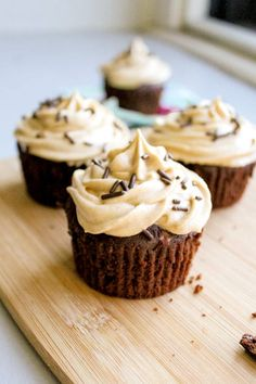 Easy Fudge Brownie Cupcakes with Peanut Butter Frosting #cupcake #recipes