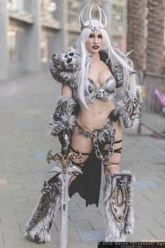 Arthas (Fem. Version) from World of Warcraft Cosplayer: Xeveria Cosplay Photographer: David Ngo