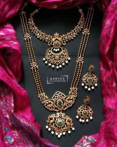 Jewelry Set Looking for latest jewellery set designs to shop? Here are our picks of best designs Antique Jewellery Designs, Gold Jewellery Design, Designer Jewellery, Gold Temple Jewellery, Silver Jewellery, Indian Jewelry, Silver Rings, Jewellery Shops, Pearl Jewelry