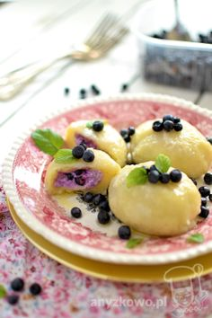 Dumplings with Cottage Cheese. Dumplings with cottage cheese and berries. (in Polish) Blackberry Recipes, Fruit Recipes, Crushed Potatoes, Potato Flour, Polish Recipes, Polish Food, Cottage Cheese, Fish And Seafood, Dumplings
