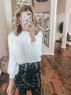 Lifestyle Blogger & Youtuber Lee Anne Benjamin shares her 2018 New Years Eve 2018 outfit ideas & shares an outfit try on with some of her favorite retailers