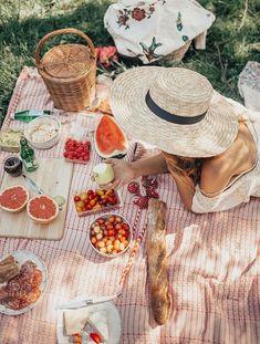 Summer hats   Picknick   Food   Fruit   Basket bag   Inspo   More on fashionchick.nl