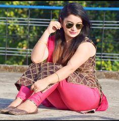 Beautiful Suit, Beautiful Girl Indian, Beautiful Girl Image, Most Beautiful Indian Actress, Saree Backless, Desi Girl Image, Indian Girl Bikini, Indian Girls Images, Photography Poses Women