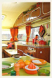 vintage caravans 543950461221927535 - kampeer in retro sfeer te Deventer, oldtimer caravan te huur Mini Caravan, Caravan Vintage, Camper Caravan, Vintage Rv, Vintage Caravans, Vintage Vans, Camper Trailers, Vintage Campers, Trailer Interior