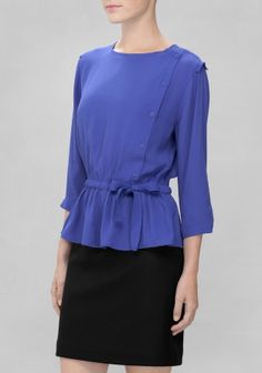 Sweet and feminine, this blouse has a soft and lightweight feel with a relaxed and delicate silhouette.