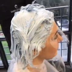 Hair color transformation - All About Hairstyles Silver Hair Dye, Grey Hair Transformation, Gray Hair Highlights, Gray Hair Growing Out, Hair Color Formulas, Hair Color Techniques, Platinum Blonde Hair, Hair Videos, Curly Hair Styles