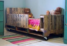 toddler bed on casters made from, you guessed it, shipping pallets!