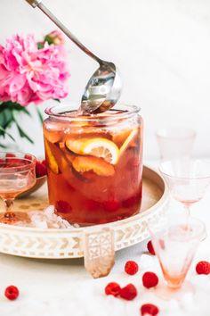 Rosè Sangria mit Pfirsichen und Himbeeren - Drinks and Cocktails - - Super Cocktail Rezepte - Cocktail Raspberry Drink, Raspberry Lemonade, Sangria Recipes, Cocktail Recipes, Margarita Recipes, Drink Recipes, Rose Sangria, Refreshing Summer Cocktails, Recipe For Success
