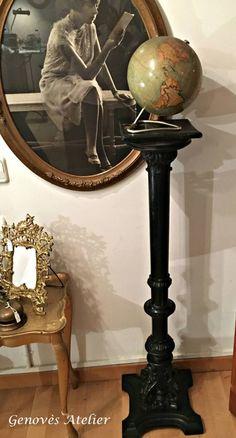 Preciosa y antigua columna pedestal en madera pintada en negro con finos acabados La columna está fabricada con madera y acabada en color negro, gracias a sus formas refinadas aportará el punto de clase que andabas buscando. El color negro está de moda, combina esta columna con otros complementos o muebles. Con esta columna podrás …